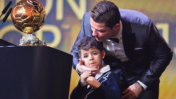 Cristiano Ronaldo là một người cha tuyệt vời ra sao?