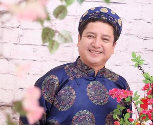 NSƯT Chí Trung được lựa chọn làm MC Lục lạc vàng, ngoài các tiêu chí về nghề nghiệp còn là vì có thân hình phốp pháp. Ảnh: TL