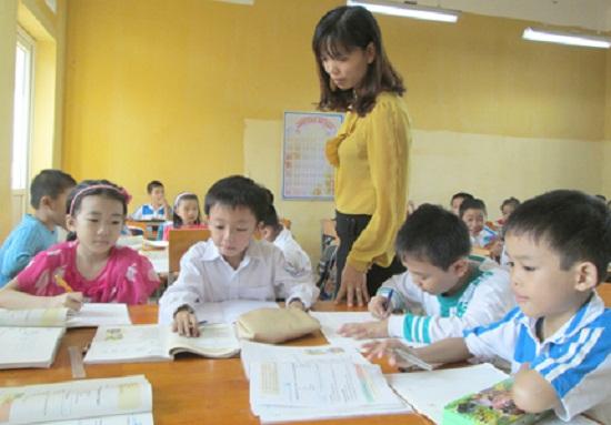 """Dù Bộ GD&ĐT ban hành quy định cấm giao bài tập về nhà cho học sinh tiểu học, nhưng một số trường vẫn """"lén lút"""" giao bài. Ảnh minh họa: Q.Anh"""