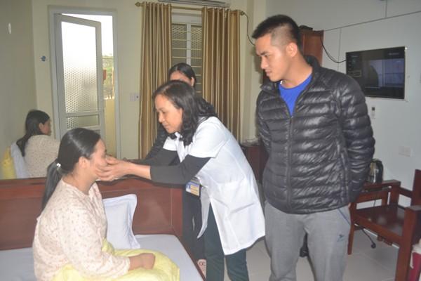 Sản phụ Vân được chăm sóc sức khỏe tại Bệnh viện Phụ sản tỉnh Thái Bình. Ảnh: PV