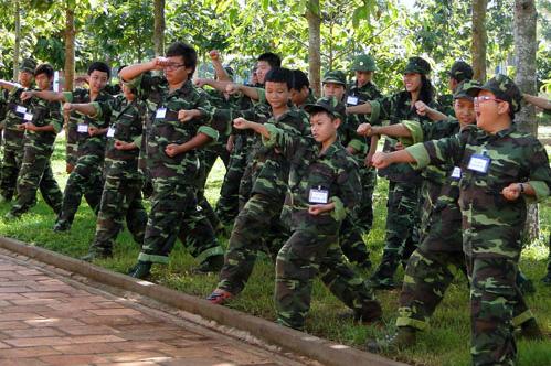 Học kỳ quân đội được nhiều bậc phụ huynh cho con theo học trong dịp hè. Ảnh: T.G
