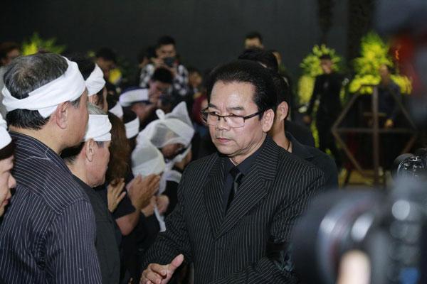 Nghệ sĩ Trần Nhượng cũng đến nhìn Trần Lập lần cuối.