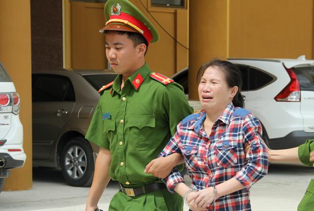 Huệ liên tục khóc và kêu oan tại phiên tòa. Ảnh: CTV