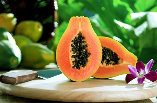 Đu đủ được coi là phương thuốc chữa táo bón tự nhiên.