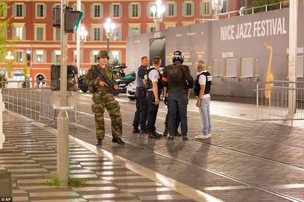Pháp được tăng cường an ninh cao độ.
