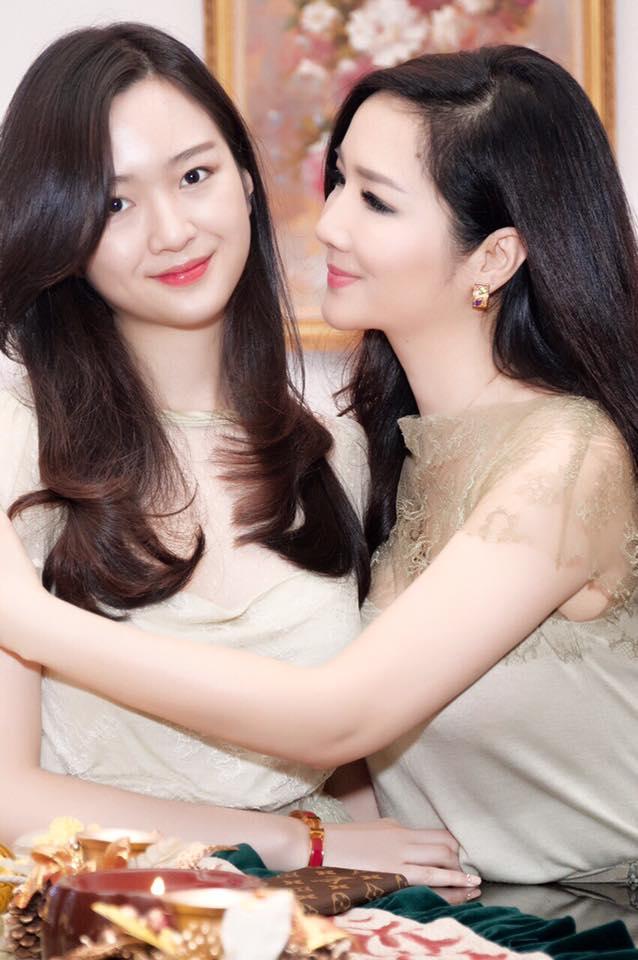 Cô luôn dành trọn tình yêu của mình cho con gái Anh Sa. Ảnh: FBNV