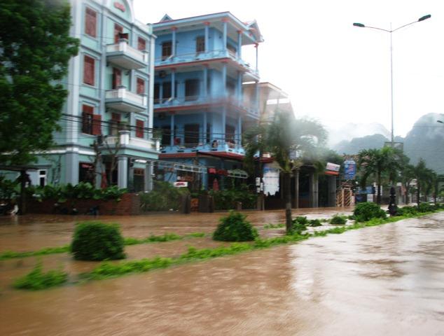 Thôn Phong Nha, xã Sơn Trạch thành sông. Ảnh: M.K