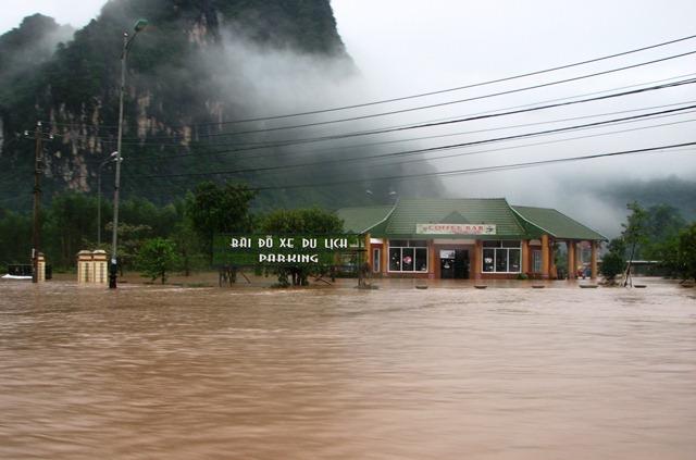 Thôn Phong Nha, xã Sơn Trạch biến thành sông. Ảnh: M.K