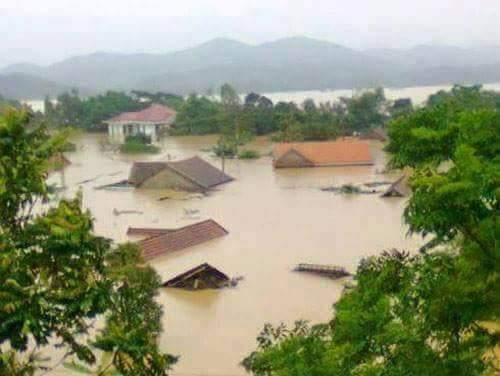 Mưa lớn nhấn chìm nhiều ngôi nhà ở huyện Minh Hóa. Ảnh: B.N