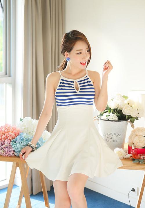 Chiếc váy hai dây này dành cho những cô nàng ưa thích sự nhẹ nhàng và trẻ trung.