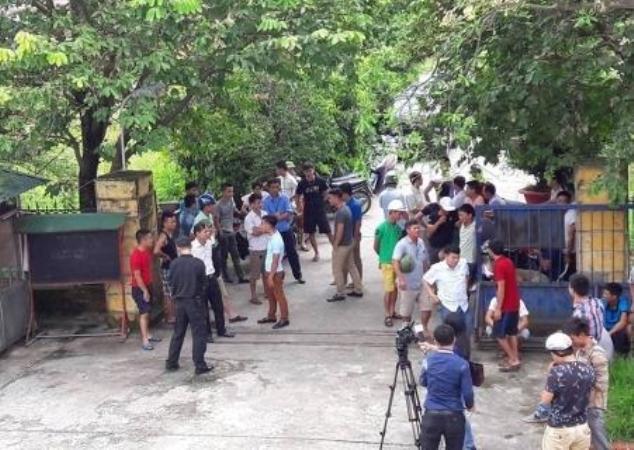 Nhiều người dân huyện An Dương bức xúc vì lệ phí qua trạm thu phí trên QL 5 quá cao. Ảnh: T. Vân