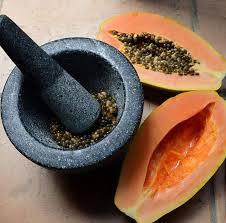 Có thể ăn sống hoặc nghiền hạt đu đủ cho vào thức ăn. Ảnh minh họa