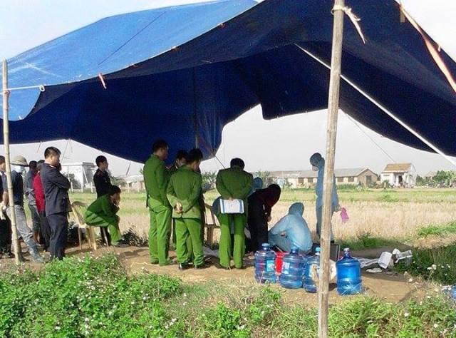 Cơ quan công an khai quật tử thi và phát hiện ra vụ án mạng.