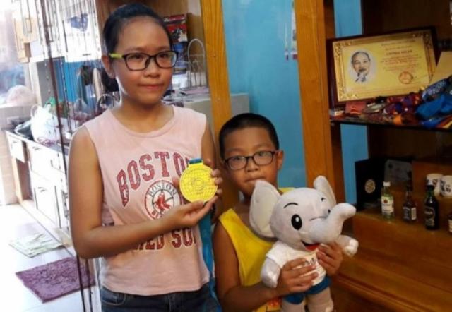 Hai người con của xạ thủ Hoàng Xuân Vinh. Ảnh: T.G
