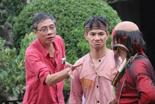 Đạo diễn Đông Hồng (trái)