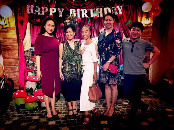Đến tham gia sự kiện gồm có những người bạn thân thiết của cô Bống. Đó là ca sĩ Đoan Trang, Hoa hậu Hà Kiều Anh, nhiếp ảnh gia Đoàn Minh Tuấn.