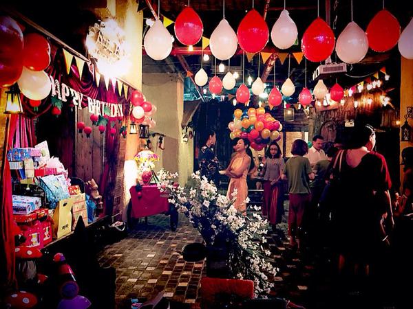 Một bữa tiệc rất nhiều màu sắc khiến khách đến dự vô cùng vui mắt.