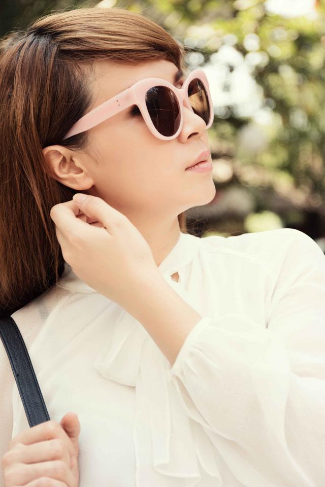 Cách mix đồ hợp lý và chuẩn đẹp khiến Lưu Thiên Hương trở nên hấp dẫn và đáng yêu hơn.