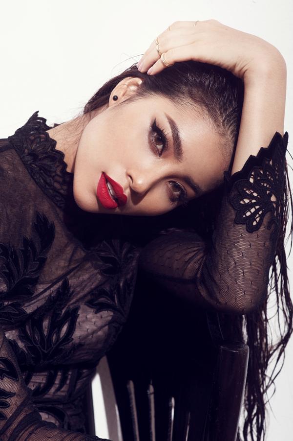 Hoa hậu hoàn vũ Việt Nam 2015 xuất hiện đầy cá tính, hoang dại nhưng vẫn vô cùng quyến rũ trong bộ ảnh mới do nhiếp ảnh gia Milor Trần thực hiện.