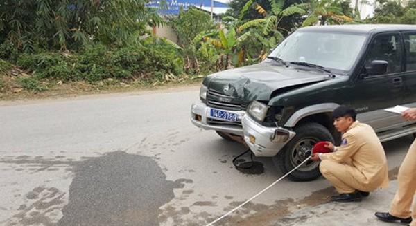 Hiện trường vụ tai nạn khiến hai mẹ con chị Lan chết thảm. Ảnh: Otofun