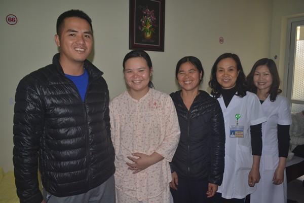 Bệnh nhân Lương Thị Vân chuẩn bị được xuất viện về nhà. Ảnh: Đ.Tuỳ