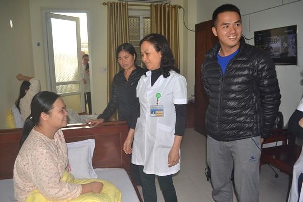 Sau khi ca mổ thành công, khoảng gần 1 giờ sáng ngày 14/3, bệnh nhân Vân được chuyển về theo dõi và điều trị tại phòng 207, Khoa điều trị theo yêu cầu Bệnh viện Phụ sản tỉnh Thái Bình.