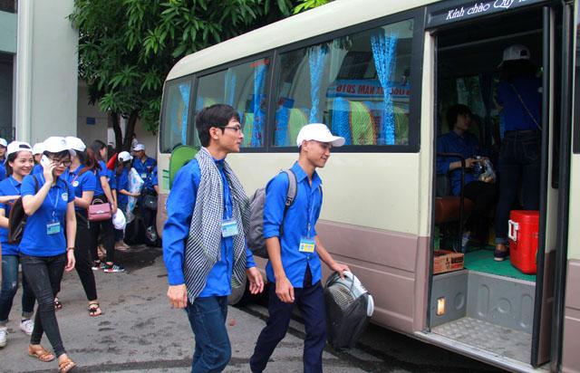 Các bạn trẻ lên đường làm tình nguyện tại các huyện miền núi Nghệ An