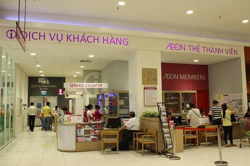 Quầy dịch vụ khách hàng luôn sẵn sàng hỗ trợ khách hàng trong khi mua sắm tại Aeon