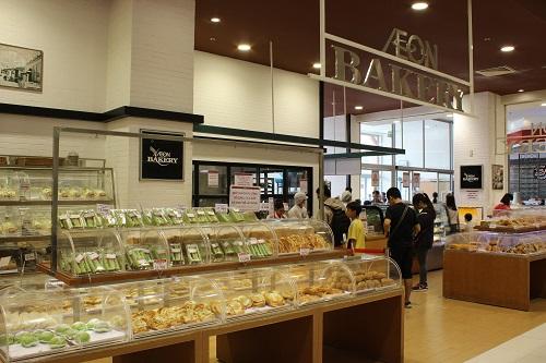 Sự đa dạng sản phẩm của quầy bánh mì tại Aeon luôn thu hút rất nhiều đối tượng khách hàng