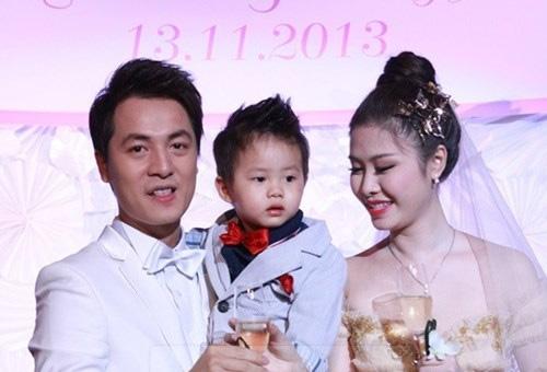 Cậu bé trông đáng yêu và đẹp trai giống bố Đăng Khôi