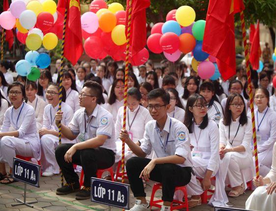 Học sinh PTTH chuyên Phan Bội Châu trong ngày khai giảng
