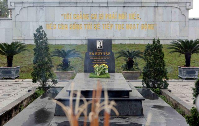 Khu mộ cố Tổng bí thư Hà Huy Tập