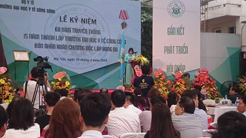 PGS. TS Bùi Thị Thu Hà, Hiệu trưởng Trường Đại học Y tế Công cộng phát biểu tại Lễ kỷ niệm.