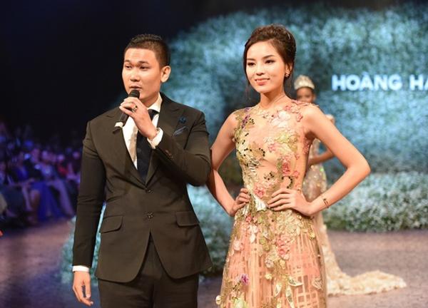 Kỳ Duyên và Tạ Công Sơn trong một show diễn thời trang.
