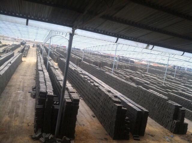 Hoạt động sản xuất gạch tại HTX Đại Thắng, Sóc Sơn (Hà Nội). Ảnh N.T