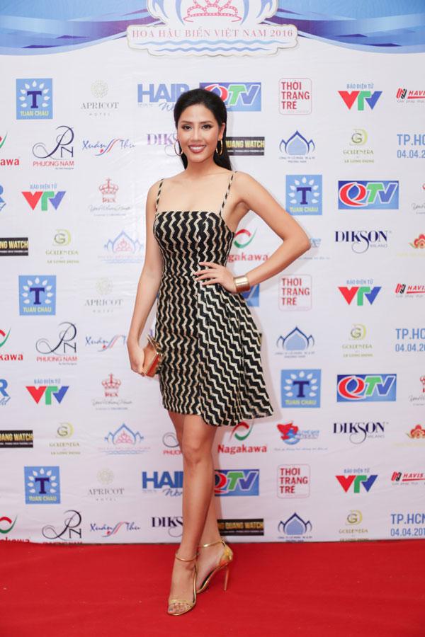 Chiều 4/4 tại TP.HCM, Nguyễn Thị Loan đã tham gia họp báo cuộc thi Hoa hậu Biển Việt Nam 2016 với tư cách giám khảo.