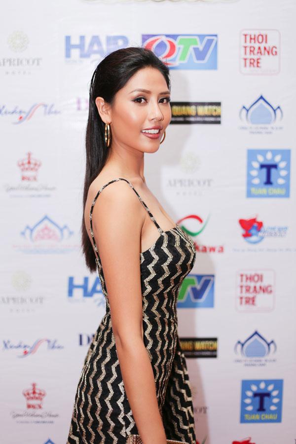 Người đẹp gốc Thái Bình chia sẻ, đây là niềm vinh dự của cô vì người đẹp cảm thấy rất phù hợp với vị trí cầm cân nảy mực trong cuộc thi này.
