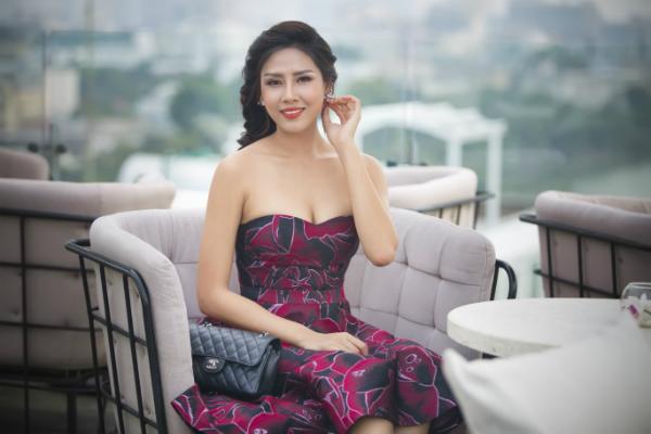Nguyễn Thị Loan khoe nụ cười tỏa nắng trước khi lên đường thi Miss Grand International.