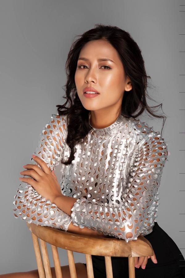 Ít ai biết, gia đình Nguyễn Thị Loan rất khó khăn nhưng cô quyết không chọn việc lấy chồng đại gia để đổi đời mà cô muốn đi lên bằng năng lực của mình.