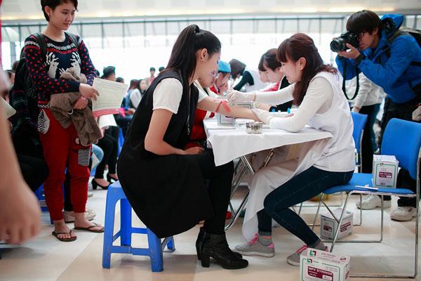 Người đẹp cho rằng, phong trào hiến máu cần được đẩy mạnh để người bệnh được cứu chữa kịp thời.