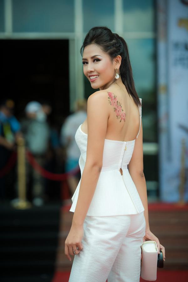 Để phù hợp với chương trình, Nguyễn Thị Loan chịu khó làm hình xăm giả. Cô hy vọng sẽ khiến khán giả thấy mới lạ và cá tính hơn.