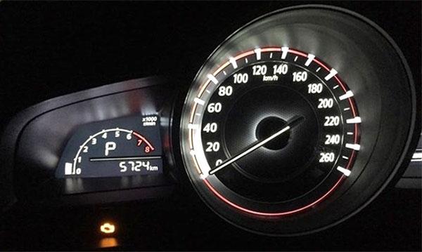 Đèn báo lỗi động cơ trên xe Mazda3. Ảnh minh hoạ