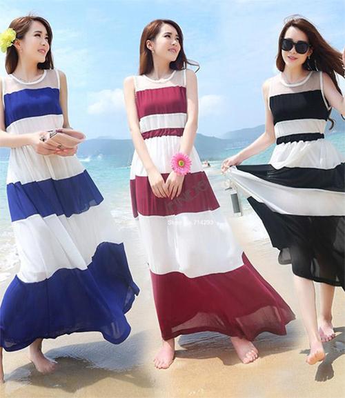 Maxi kẻ cũng là nét khác lạ cho kiểu dáng váy này, một khi bạn đã chán các loại maxi một màu hoặc họa tiết.