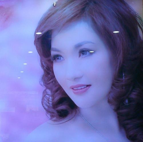 Mẹ Hoa hậu có nhan sắc đẹp hơn cả hoa hậu.