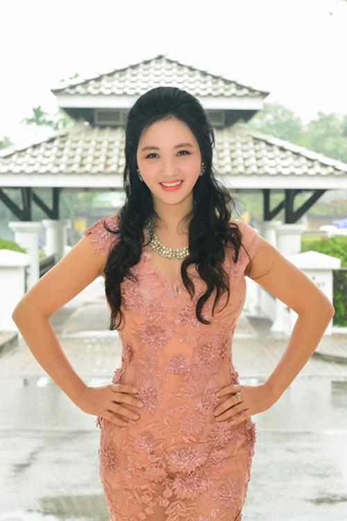Mẹ của Hoa hậu Bản sắc Việt toàn cầu luôn coi trọng việc nuôi dậy con.