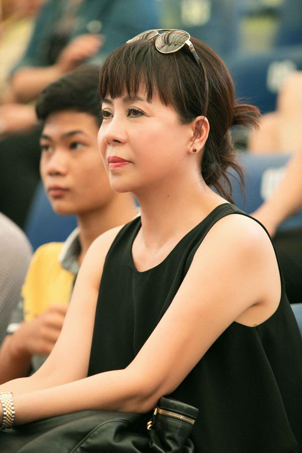 Bà Huệ, mẹ Hoàng Thùy Linh luôn im lặng trước những câu chuyện thị phi để bảo vệ con gái.