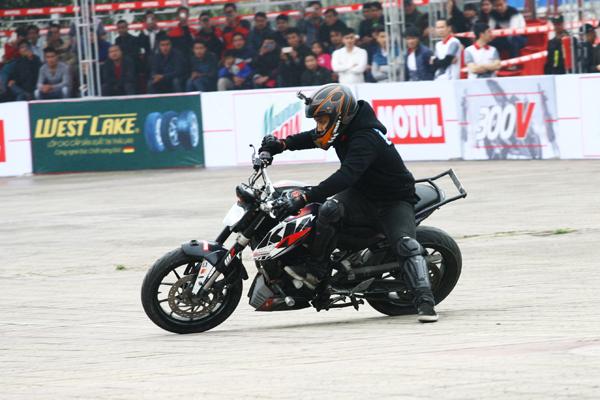 Những chiếc mô tô tham gia môn thể thao này đều được độ các trang bị bảo về rất kỹ lưỡng