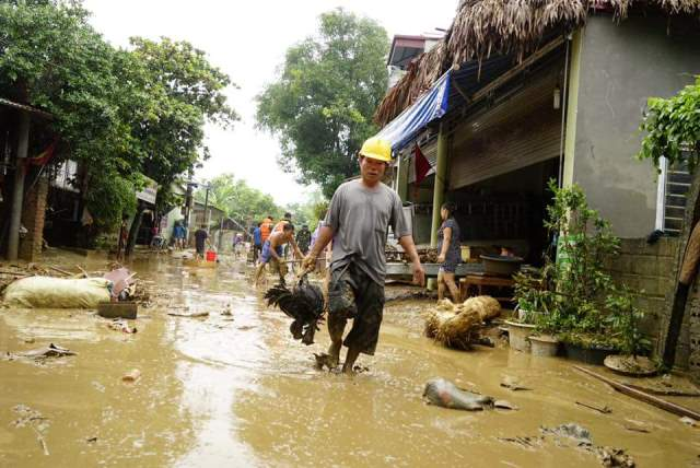 Sau cơn bão số 2, toàn tỉnh Lào Cai có 969 ngôi nhà bị thiệt hại. Ảnh: Báo Lào Cai