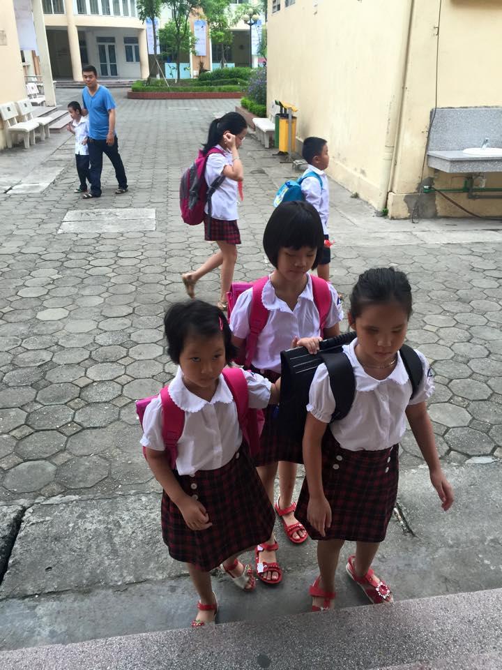 Chặng đường học trò của các con mỗi bước đều có bạn bè thầy cô nâng đỡ.