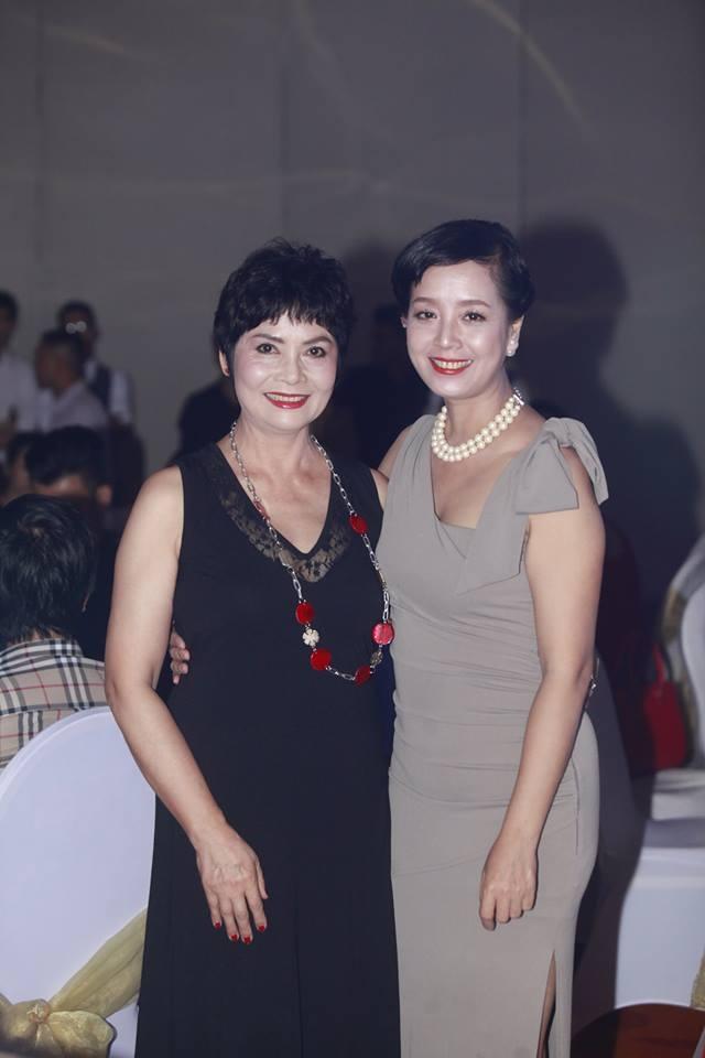 Ngoài ra, cô cũng chia sẻ mình học được nhiều từ NSND Minh Châu